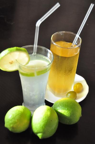 檸檬汁、青梅綠茶。(賴月貴/大紀元)