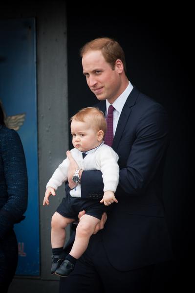 2014年4月16日,威廉王子和妻子凱特帶著兒子喬治小王子抵達澳大利亞進行訪問。(MARK TANTRUM/AFP)