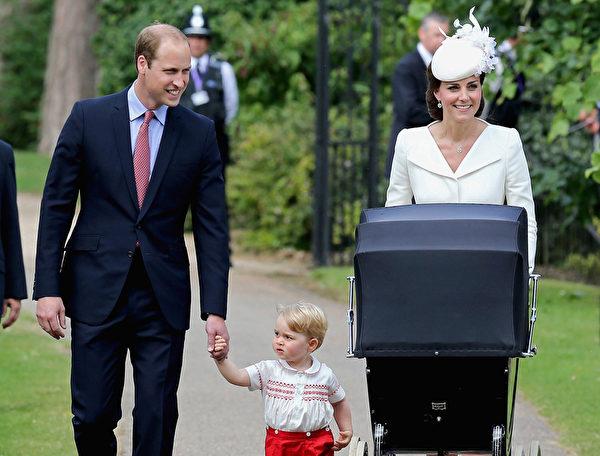 7月5日,英格蘭,英國威廉王子一家人帶新成員夏洛特公主去接受洗禮。(CHRIS JACKSON/AFP)