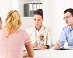 求职者如何在面试中赢得致胜关键,有许多必须考量的面向。(Fotolia)