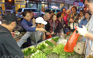 生活成本見漲 華埠一元菜市人頭湧
