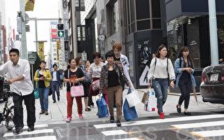 """日本各地商家备足货源应对中国游客""""十一爆买"""""""
