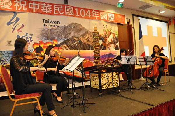 旅法主修音樂留學生進行中西合璧的絃樂演奏。(台灣代表處提供)