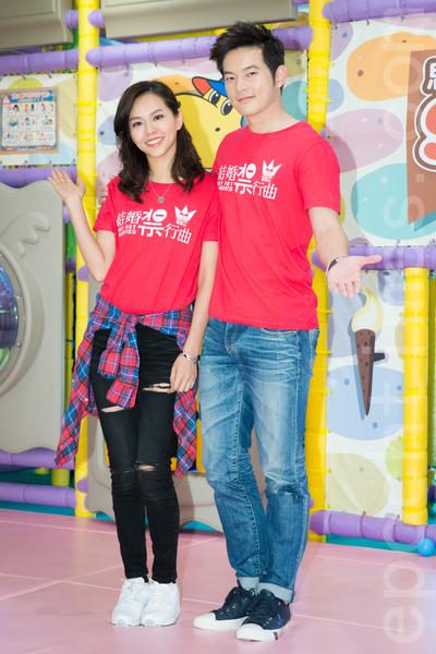 艺人宥胜(右)、夏于乔(左)10月13日在台北出席一日幼儿园长活动。(陈柏州/大纪元)