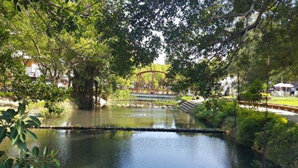"""""""慢步护城河""""于绿意盎然的护城河廊带展开。(林宝云/大纪元)"""