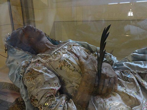 桑斯的聖鴿(SANTA COLOMBA DI SENS)是中世紀最有名的烈士之一。(劉佳麗/大紀元)