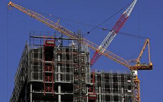悉尼的建築熱潮已經可以在全球稱雄。現在除了迪拜,悉尼高層住宅項目所用的起重機比世界上任何城市都多。(GREG WOOD/AFP/Getty Images)