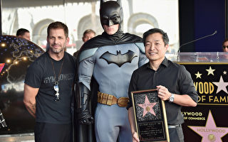 蝙蝠侠之父凯恩 好莱坞星光大道摘星