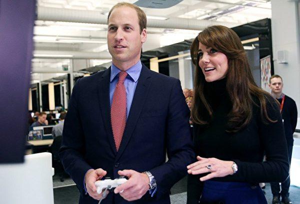 劍橋公爵夫婦參觀阿伯泰大學。 (DAVID CHESKIN/AFP)