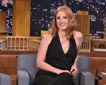 """2015年10月15日,杰西卡·查斯坦做客电视节目。(Theo Wargo/NBC/Getty Images for """"The Tonight Show Starring Jimmy Fallon"""")"""