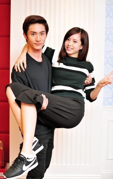 阿本與何紫妍。(台視提供)