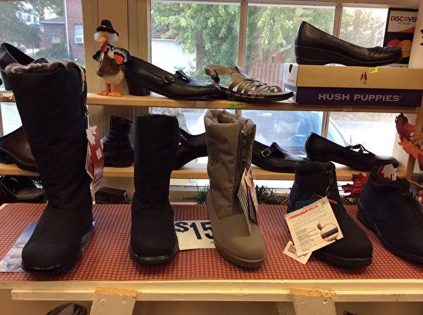 作為SAS品牌鞋的專賣店,Village Cobbler鞋店有SAS品牌各種款式的男鞋女鞋,無論是休閒、運動,還是涼鞋、拖鞋、西裝鞋,或是長時間站立的工作鞋等,應有盡有。(慧明/大紀元)