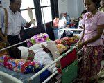 缅甸在野党一名候选人30日扫街拜票时,遭人持刀砍伤,另有3人受伤。(YE AUNG THU/AFP)