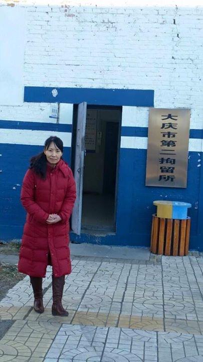 網路名人、新唐人電視臺《老外看中國》節目主持人郝毅博的岳母、黑龍江法輪功學員盛曉雲,10月31日上午獲釋被家人接回家。(郝毅博臉書)