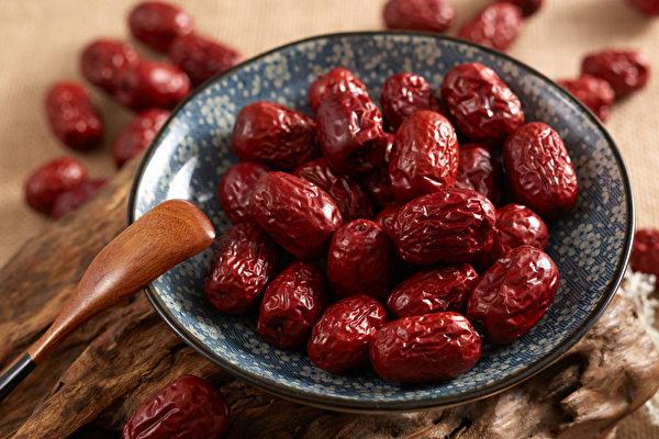 红枣具有补血功效,但一些食用禁忌要注意。