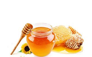 蜂蜜解毒潤燥,有五大功效!泡水喝注意1點