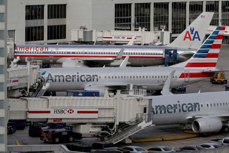 圖為邁阿密機場上停靠的美國航空公司客機。(Joe Raedle/Getty Images)