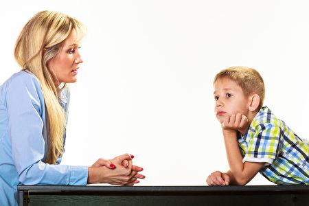 事先溝通好,能養成孩子重視承諾,讓他知道自己答應的事,就必須要做到。(Fotolia)