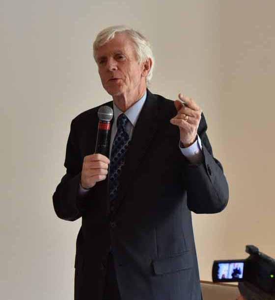 加拿大独立调查员、前亚太司司长大卫∙乔高(David Kilgour)在研讨会上作演讲。(大纪元)