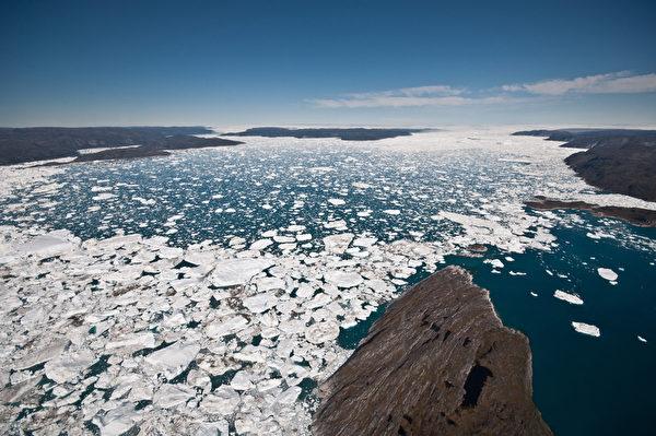 格陵蘭伊盧利薩特峽灣雅各港冰川的出海口。(IAN JOUGHIN/AFP)