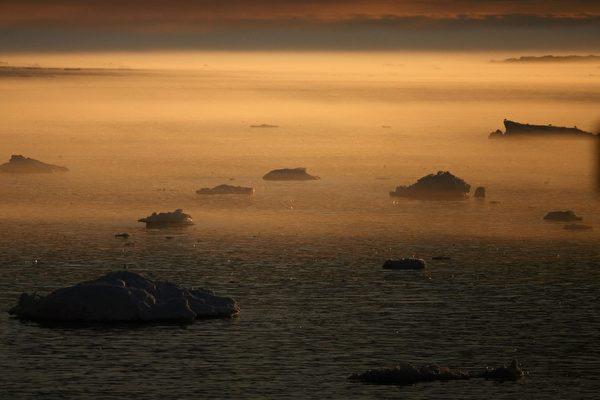 漂浮在伊盧利薩特峽灣的冰山。(Uriel Sinai/Getty Images)