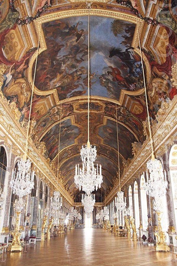 凡爾賽宮最大最富麗堂皇的大廳:鏡廊章樂。(章樂/大紀元)