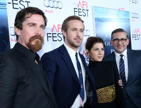(左起)克里斯蒂安‧貝爾、瑞恩‧高斯林、瑪麗莎‧托梅與史蒂夫‧卡雷爾出席《大空頭》首映。(Jonathan Leibson/Getty Images for Audi)