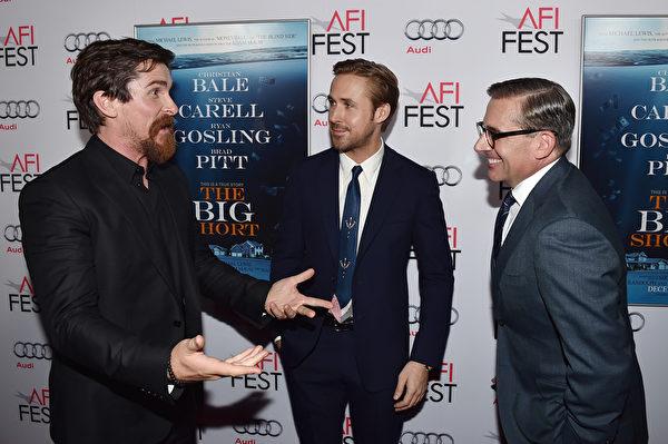 (左起)克里斯蒂安‧貝爾、瑞恩‧高斯林與史蒂夫‧卡雷爾出席《大空頭》首映。(Jason Merritt/Getty Images)