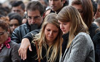 组图:全球同哀悼巴黎恐怖攻击遇难者