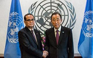聯合國內部消息人士透露,聯合國秘書長潘基文將在本週訪問朝鮮,但聯合國拒絕對此發表評論。圖為2015年10月1日,潘基文與朝鮮外交部部長李洙墉在紐約見面。(Andrew Burton/Getty Images)
