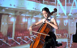 欧阳娜娜现身北京 正式签约环球音乐