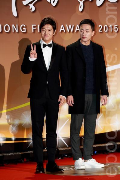 圖左為姜河那,右為李炳憲導演。(全宇/大紀元)