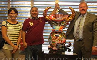 美在台协会邀台艺术家雕水牛