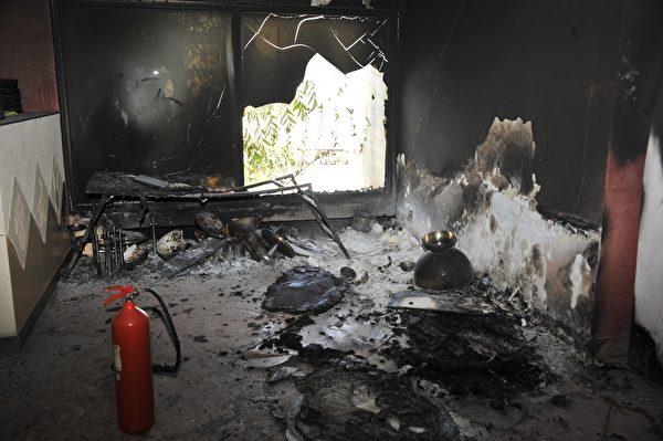 """2015年11月21日,马里共和国首都巴马科的丽笙酒店(Radisson Hotel)于20日传出恐怖攻击,一群伊斯兰武装份子闯入酒店扫射,并挟持170名人质,多数为外国游客,经军方营救后,依然有27人罹难。之后当地的""""独立纳赛尔主义运动""""恐怖组织声称他们犯下攻击案。 (HABIBOU KOUYATE/AFP/Getty Images)"""