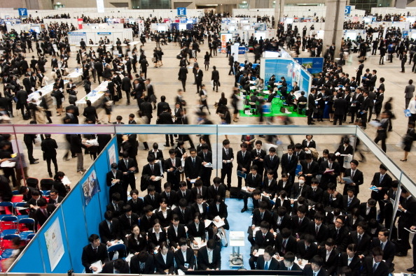 日本大学生就职率下降 明年提前招聘日程