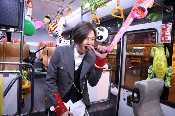 黃鴻升拍攝新歌MV畫面。(滾石提供)