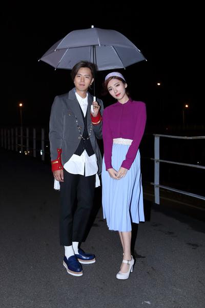 黃鴻升與郭雪芙(右)拍攝新歌MV。(滾石提供)