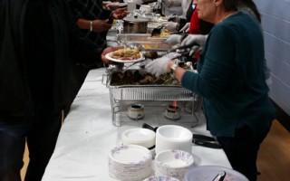 感恩节来临  社区获赠节日大餐和礼物