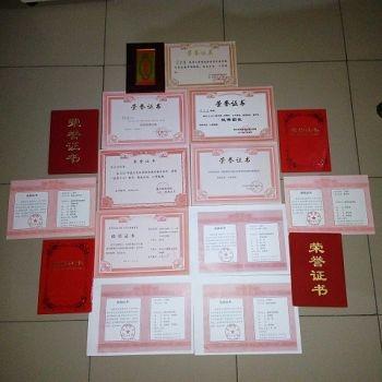 李宗澤在校期間獲得的榮譽證書(明慧網)
