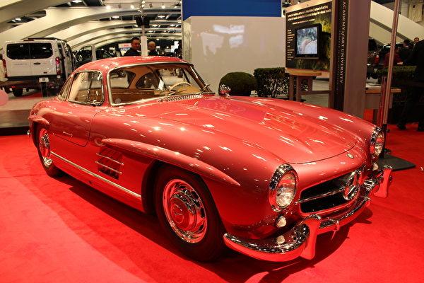 经典奔驰1955年Mercedes-Benz 300 SL。(王文旭/大纪元)