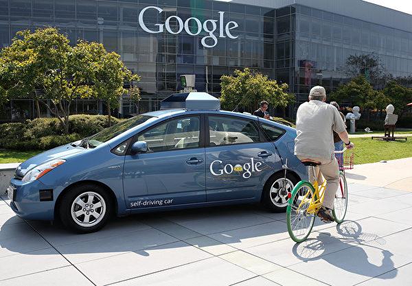 谷歌表示,该公司研制的无人驾驶汽车有了重大突破,可以应对上千种城市路况。 ( Justin Sullivan/Getty Images)
