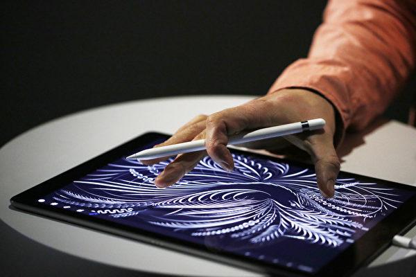 全新、大屏幕的平板电脑iPad Pro是苹果打入企业市场的秘密武器。(Stephen Lam/ Getty Images)