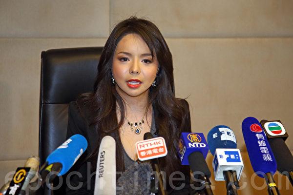 第65届世界小姐加拿大赛区冠军林耶凡在香港举行新闻发布会,指中共阻挠她参加世姐决赛是害怕大陆民众看到她为人权发声。(潘在殊/大纪元)