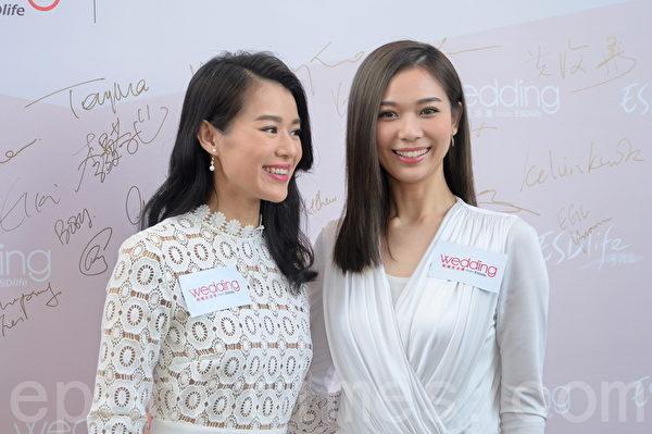 胡杏儿和杨秀惠出席《新婚生活易大奖2015》颁奖礼。(宋祥龙/大纪元)