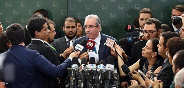 巴西眾議長愛德華多·庫尼亞(Eduardo Cunha)週三(12月3日)啟動對該國女總統迪爾瑪·羅塞夫(Dilma Rousseff)的彈劾程序。(EVARISTO SA/AFP/Getty Images)