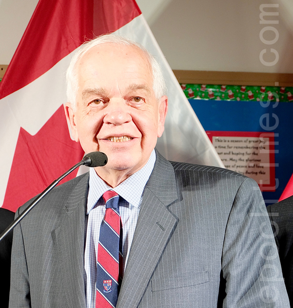 已被撤職的加拿大駐華大使麥家廉(John McCallum),因他對部份華人媒體發表有關孟晚舟的不當言論,引起朝野反彈,被迫辭職。(周月諦/大紀元)