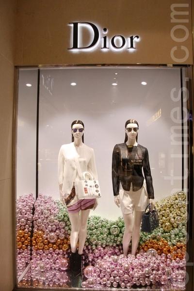 迪奧的窗櫥。(張妮/大紀元)