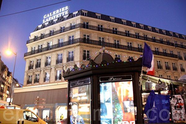 拉法耶特百貨公司(Galeries Lafayette)夜景。(張妮/大紀元)