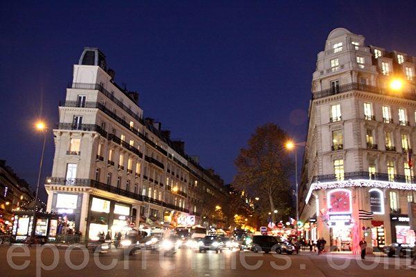 拉法耶特百貨公司(Galeries Lafayette)所在的奧斯曼大道(Boulevard Haussmann)。(張妮/大紀元)