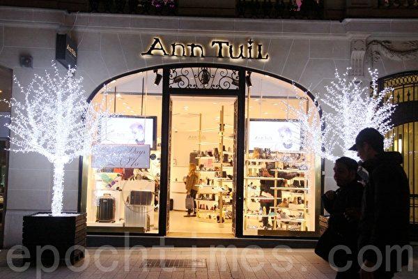 奢侈品商店的聖誕裝飾。(張妮/大紀元)